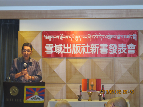 Prof.Huang Mo speaking during the book luanch function