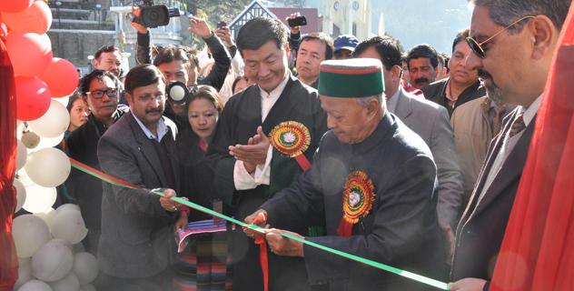 Chief Minister Virbhadra Singh inaugurates the Himalayan Festival in Shimla on 23 November 2013/DIIR Photo