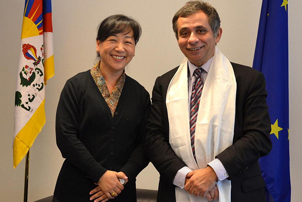 Kalon Dicki Chhoyang with Mr Henri Malosse, president of the European Economic and Social Committee, in Brussels on 26 November 2013