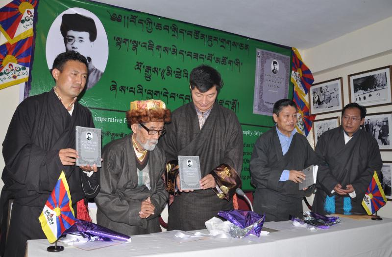 Sikyong Dr Lobsang Sangay releasing the biography of Takna Jigme Sangpo, 24 January 2014.