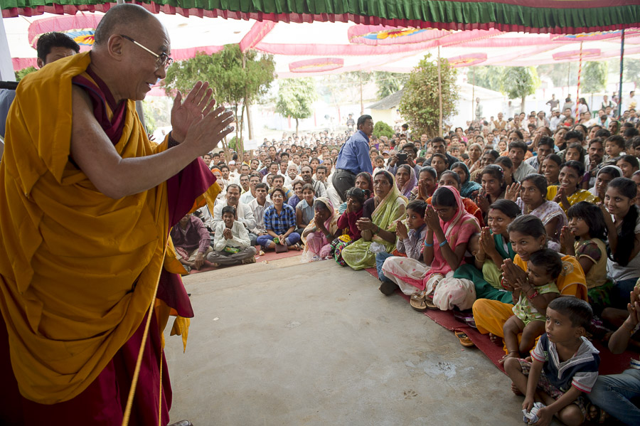 His Holiness the Dalai Lama greeting the audience at the start of his meeting with local Indians in Bandara, Maharshtra, India on January 12, 2014. Photo/Tenzin Choejor/OHHDL
