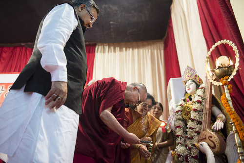 His Holiness the Dalai Lama lighting a lamp at the inauguration of the National Seminar on the Philosophy of Nagarjuna at Pt. Ravishankar Shulkla University in Raipur, Chattisgarh on January 13, 2014. Photo/Tenzin Choejor/OHHDL