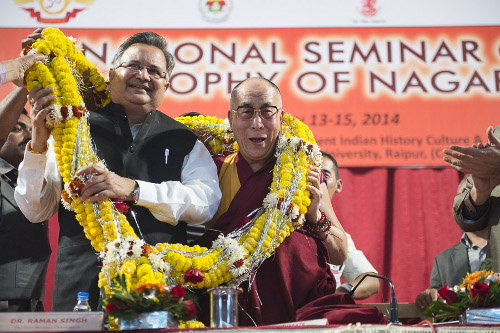 His Holiness the Dalai Lama and Chattisgarh Chief Minister Mr Ramam Singh at the inauguration of the National Seminar on the Philosophy of Nagarjuna at Pt. Ravishankar Shulkla University in Raipur, Chattisgarh on January 13, 2014. Photo/Tenzin Choejor/OHHDL