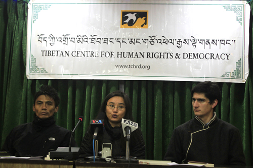 TCHRD researcher Tenzin Nyinjey (L), Director Tsering Tsomo (C) and TCHRD intern John Gaudette (R) at a press conference to launch the annual report, 20 January 2014