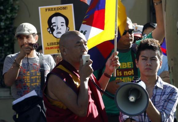 Tibetan monk Thubten Wangchen (C) takes part in a protest calling for the release of Gedhun Choekyi Nyima, the 11th Panchen Lama, in front of China's consulate in Barcelona, May 17, 2011. CREDIT:REUTERS/GUSTAU NACARINO