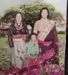 Phagmo Samdrup with his family. Photo/ Tibettimes.net