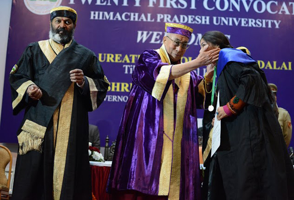 His Holiness the Dalai Lama greets a student at the 21st convocation of the Himachal Pradesh University in Shimla, India, on 19 March 2014/DIIR photo/Tenzin Phende