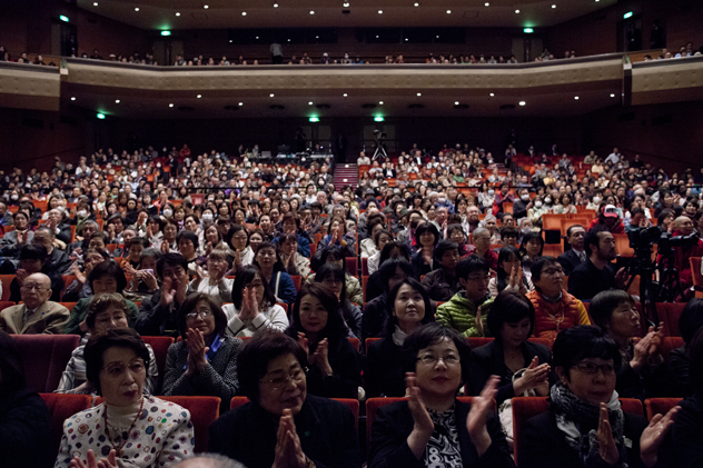 A view of members of the audience listening to His Holiness the Dalai Lama during a special prayer service and public talk to victims of the devastating natural disaster in Sendai, Japan, on 7 April 2014/Photo/Office of Tibet