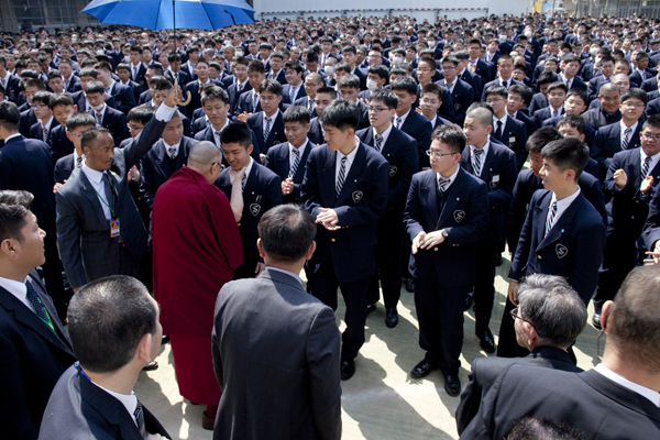 His Holiness the Dalai Lama meeting with students during his talk at Seifu Gakuen Boys High School in Osaka, Japan, on 9 April 2014/Photo/Office of Tibet