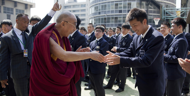 His Holiness the Dalai Lama greets a Japanese students during his talk at Seifu Gakuen Boys High School in Osaka, Japan, on 9 April 2014/Photo/Office of Tibet