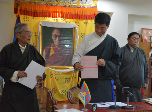 Sikyong releasing the book 'Current Leaders Inside Tibet' on 16 April 2014. DIIR Photo/ Tenzin Phende