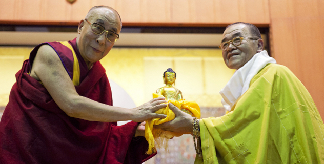 His Holiness the Dalai Lama presenting a statue of Buddha to Ven Kouzui Suguri, President of the Suchin University, after giving a talk on Tibetan Buddhism at the university in Kyoto, Japan, on 10 April 2014/Photo/Office of Tibet