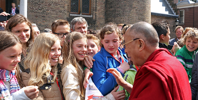 His Holiness the Dalai Lama greeting well-wishers outside the Dutch Parliament (Tweede Kamer) in the Hague, Holland on May 12, 2014. Photo/Jeppe Schilder