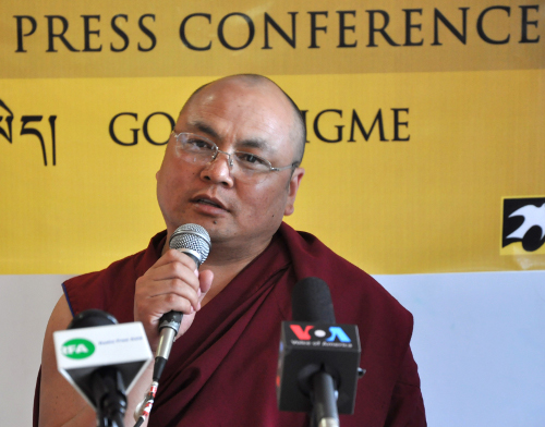 Golog Jigme answering queries posed by Tibetan reporters at the press conference.