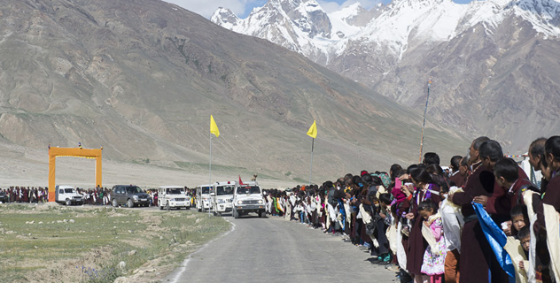 Local residents lining the road to welcome His Holiness the Dalai Lama on his arrival in Padum, Zanskar, J&K, India on June 23, 2014. Photo/Tenzin Choejor/OHHDL