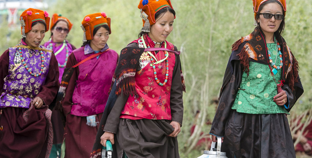 Young women carry tea to offer to members of the audience attending His Holiness the Dalai Lama's teaching in Padum, Zanskar, J&K, India on June 23, 2014. Photo/Tenzin Choejor/OHHDL