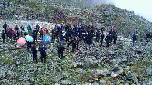 Tibetan protesters at the mining site near Yamyultso township.