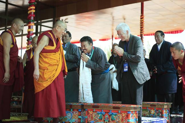 Dignitaries including Hollywood star Richard Gere greet His Holiness the Dalai Lama during the Kalachakra teaching in Ladakh/Photo/Tenzin Jigme, Japan