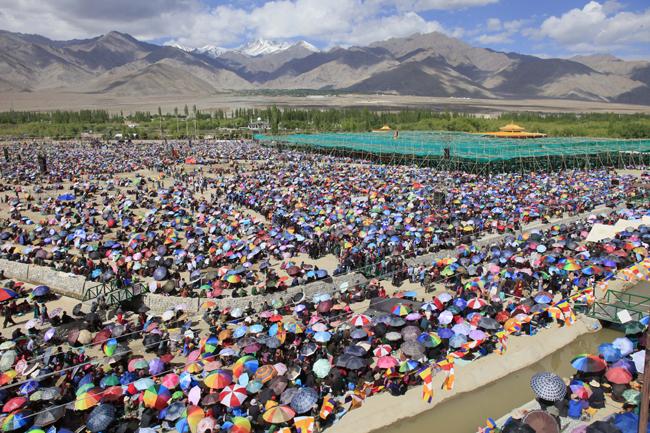 Devotees attending the 33rd Kalachakra teachings in Ladakh/Photo/Tenzin Jigme, Japan