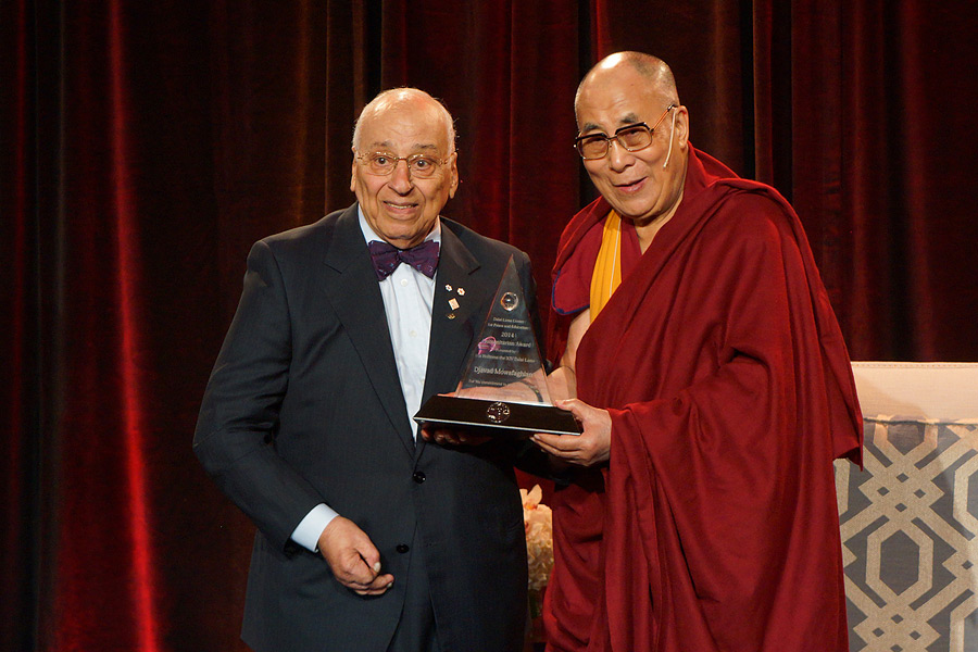 His Holiness the Dalai Lama presenting the Lift the Children Foundations's Humanitarian Award to Djavad Mowafaghian in Vancouver, Canada on October 21, 2014. Photo/Jeremy Russell/OHHDL