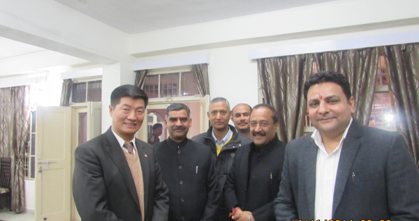 Sikyong Dr. Lobsang Sangay with Mr Sudhir Sharma, Minister of Housing, Urban Development and Town & Country Planning and other official at a dinner hosted by the Director General of Police, Himachal Pradesh, in Dharamshala on 13 October 2014