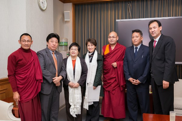 The Tibetan Parliamentary delegation led by Deputy Speaker Khenpo Sonam Tenphel with the two Taiwanese parliamentarians Ms. bi-Khim Hsiao and Ms. Chen Jie Ru.