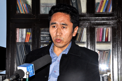 Mr. Karma Rinchen, Additional-Secretary of the Department of Security, speaking to the press about the suspicious object found near Lingkor in Mcleod Ganj, 14 January 2015.