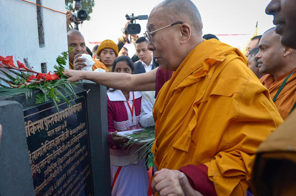His Holiness the Dalai Lama laying flowers at the plaque inaugurating the new learning center at the Youth Buddhist Society's teaching ground in Sankisa, UP, India on January 31, 2015. Photo/Tenzin Choejor/OHHDL