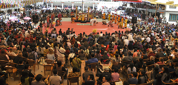 over 4000 Tibetans and opera aficionados gathered to witness the first day of the 20th Shoton festival.