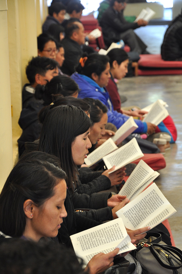 Members of the public reading prayers at Tsuglakhang on 13 March 2015.