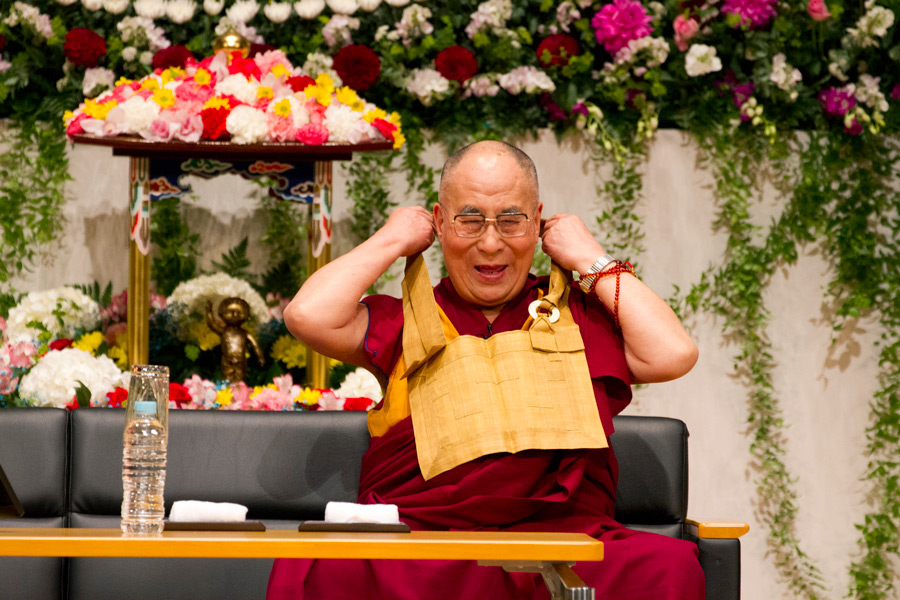Dalai Lama visits Soto Zen priests and temples in Japan - from earlier this year 2015-04-08-Gifu-G011