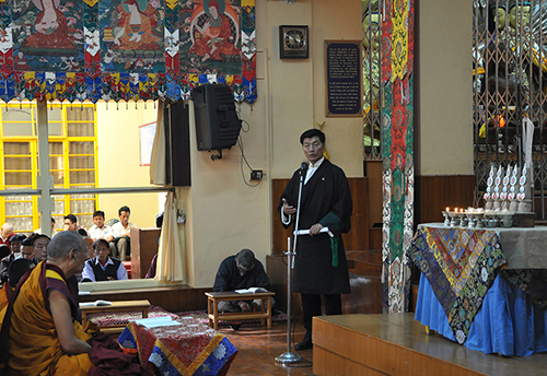 Sikyong Dr. Lobsang Sangay delivering the Kashag's condolence remarks at the prayer service, 22 April 2015.