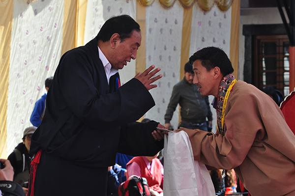 Kalon Pema Chhinjor speaking to an opera artist on 5 March 2015.