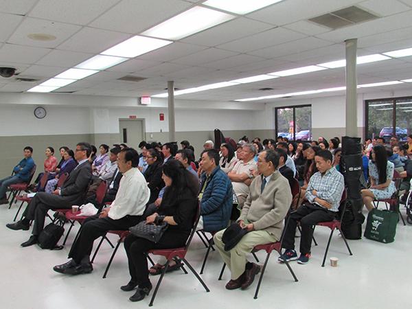 Tibetan community of Washington DC listening to Sikyong Dr. Lobsang Sangay's talk on 16 May.