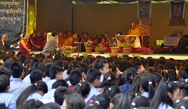 His Holiness the Dalai Lama addressing students before the teaching.