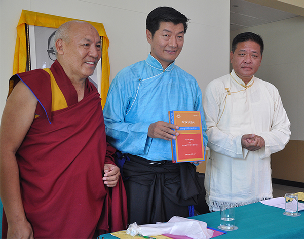 SIkyong Dr. Lobsang Sangay (centre) with Speaker Penpa Tsering of the Tibetan Parliament-in-Exile and Geshe Lhakdor of Library of Tibetan Works and Archives.