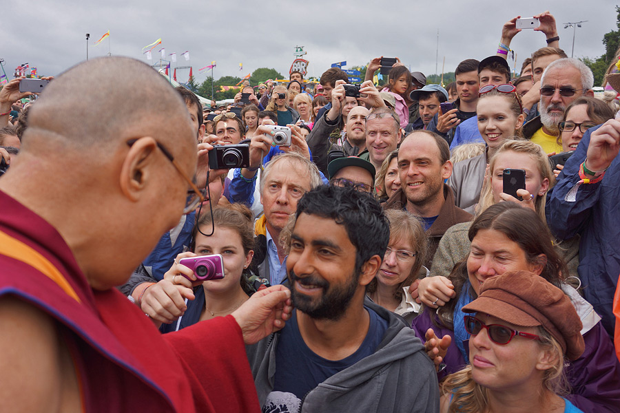 His Holiness the Dalai Lama interacting with the members of the public attending the Glastonbury Festival in Glastonbury, Somerset, UK on June 28, 2015. Photo/Jeremy Russell/OHHDL
