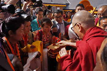 His Holiness the Dalai Lama receiving a traditional welcome on his arrival at the Buddhist Community Centre of the United Kingdom in Aldershot, Hampshire, UK on June 29, 2015. Photo/Jeremy Russell/OHHDL