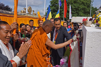 His Holiness the Dalai Lama inaugurating a stupa on the grounds outside the Buddhist Community Centre of the United Kingdom in Aldershot, Hampshire, UK on June 29, 2015. Photo/Jeremy Russell/OHHDL