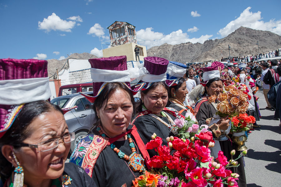 Local Tibetans and Ladakhis waiting by the side of the road from the airport to Spituk Monastery to welcome His Holiness the Dalai Lama to Leh, Ladakh, J&k, India on July 27, 2015. Photo/Tenzin Choejor/OHHDL