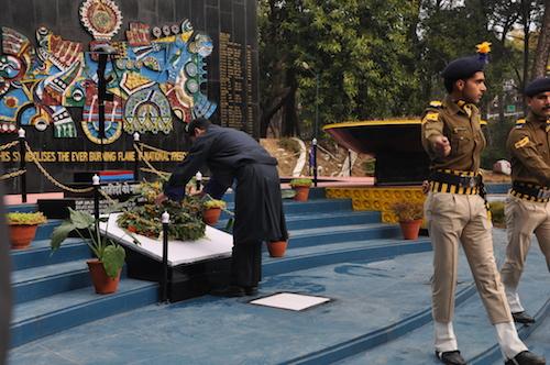 Sikyong Dr Lobsang Sangay placing a flower wreath at the war memorial in Lower Dharamshala.