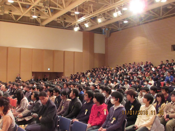 Students who have come to listen t Sikyong's talk at Chiba University.