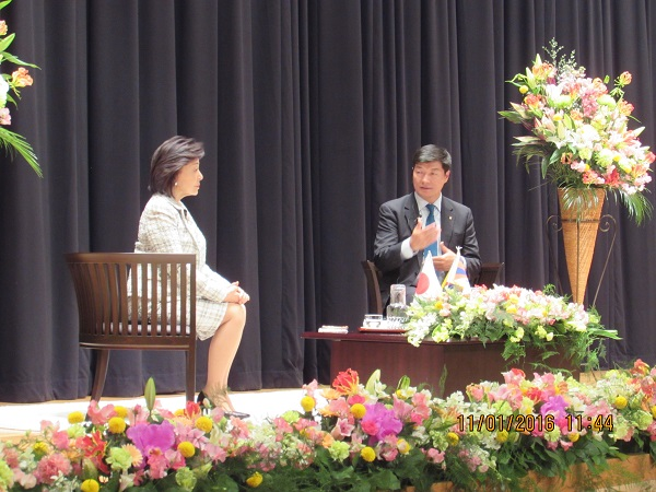 Sikyong speaking to students and faculty of Chiba University in Japan, 11 January 2016.