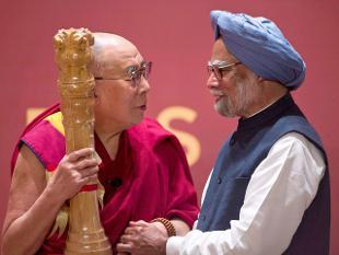 dalai-lama-manmohan-singh_pti