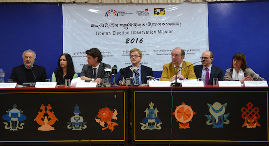 The delegation at the press conference, 21 March 2016.