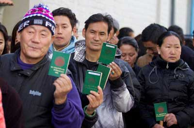 Tibetan refugees in India vote to elect the Prime Minister of Tibet's Government in Exile in Dharamshala on March 20, 2016.