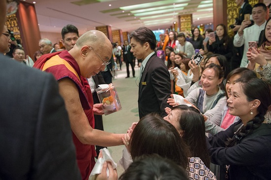 Devotees welcoming His Holiness the Dalai Lama with cakes and traditional Tibetan scarves at RIHGA Royal hotel at Osaka city, 9 May 2016. (Photo/Tenzin Choejor/OHHDL)