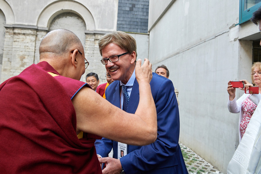 His Holiness the Dalai Lama greeting German MEP and Tibet Supporter Thomas Mann as he arrives at Saint-Louis University to attend the opening session of the Seventh International Conference of Tibet Support Groups in Brussels, Belgium on September 8, 2016. Photo/Olivier Adam