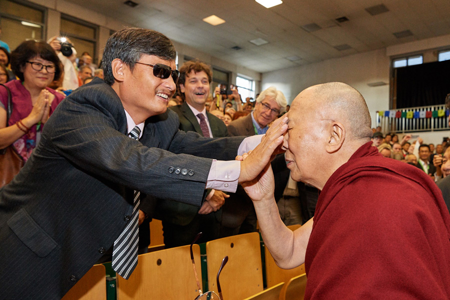 His Holiness the Dalai Lama invites Chen Guangcheng to feel his face by way of greeting on his arrival at the opening session of the Seventh International Conference of Tibet Support Groups in Brussels, Belgium on September 8, 2016. Photo/Olivier Adam