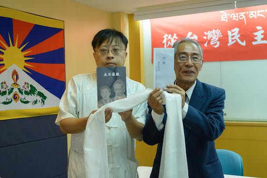Director Thupten Samphel and Prof Ceng Jian Yuan of Chung Hua University released two books published by the Snowland publications.